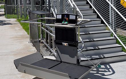 /Artira curved wheelchair platform lift on exterior stairway