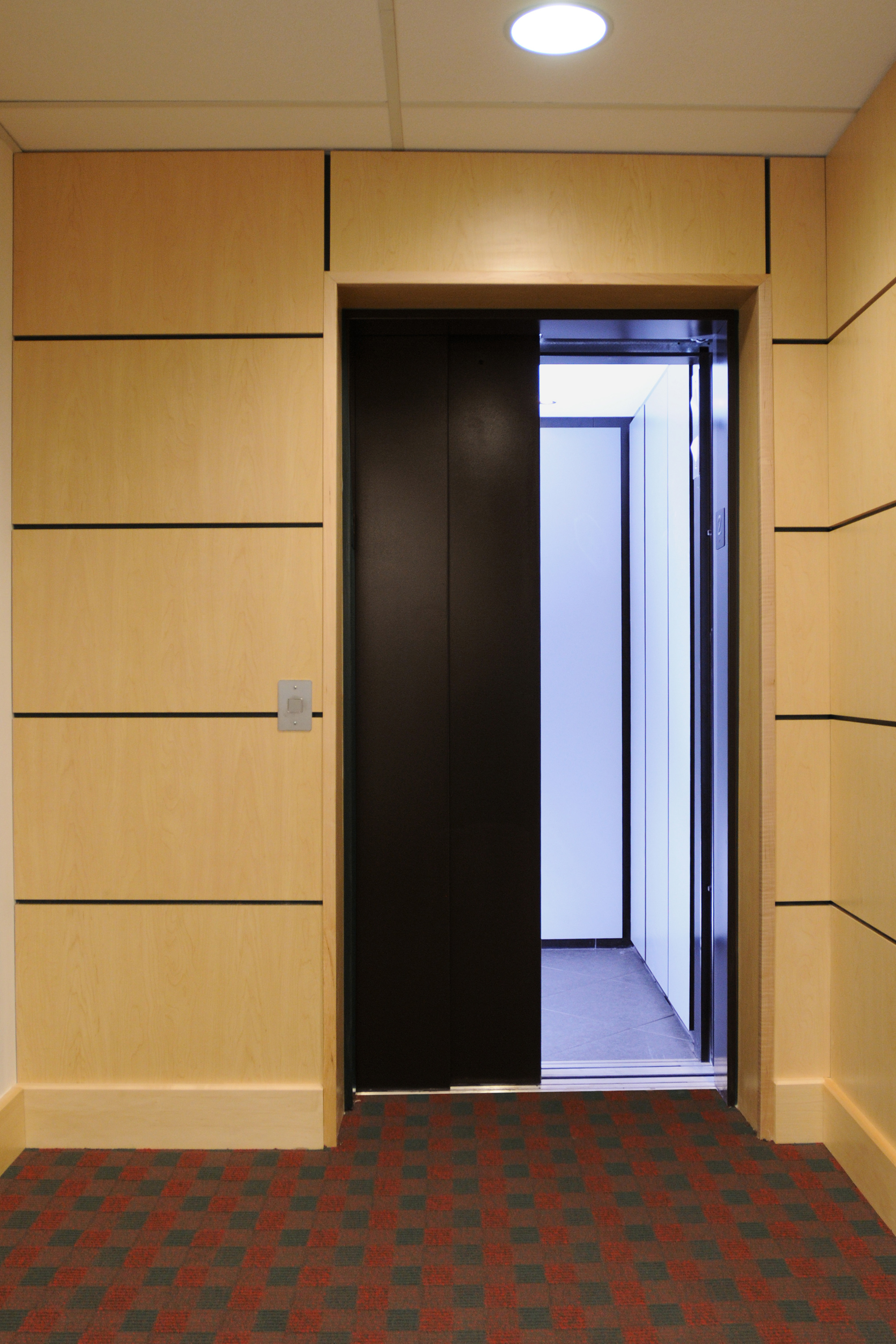 Elvoron LU/LA Elevators Two Speed Doors